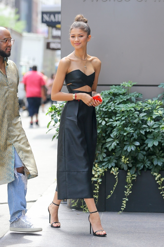 zendaya-style-arriving-at-an-office-building-in-nyc-august-2015_5